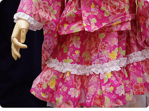 20110525-7 娘たちを熱狂させそうな、子ども用のフリフリ浴衣