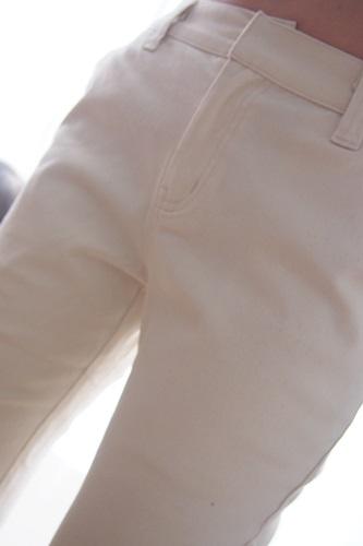P3235496 大人可愛い白のチノパン