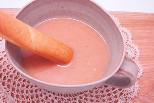 P4042114 ミニパンとスープがセットになっている!ローカロ生活のミニフランスパン de スープ