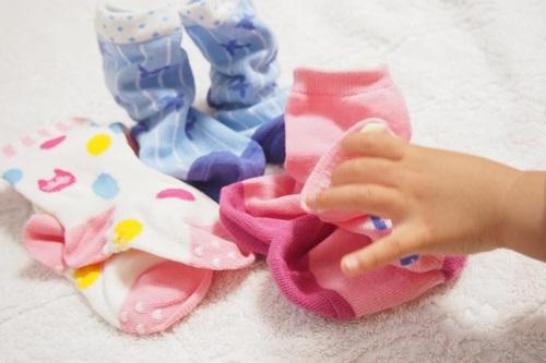 P6056155 ほのぼの♪1歳児がかわいいから履きたくなるアニマル柄の靴下