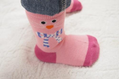 P6056157 ほのぼの♪1歳児がかわいいから履きたくなるアニマル柄の靴下