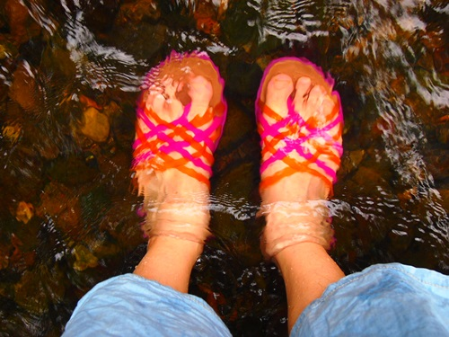 P6186905 小川で水遊びするのによいサンダル