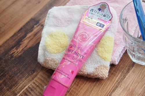 P6306432 バラの香りの歯みがき粉エスケー「ロージーミント」