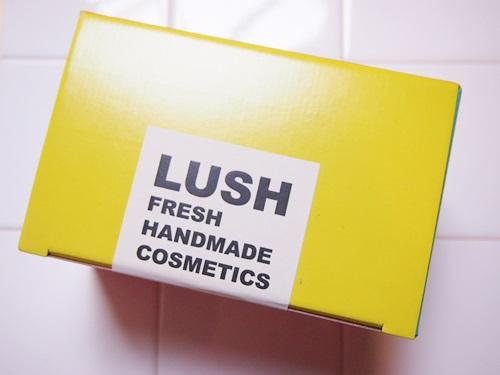 PB209625 気になるLUSH(ラッシュ)初心者はこのセットから。お風呂をいつもとは違う時間に