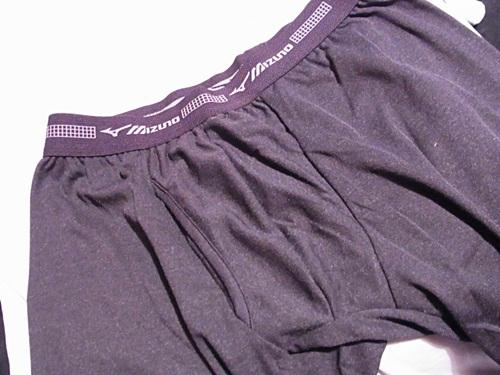 R1158890 男の薄い防寒肌着、たとえばミズノのブレスサーモのインナー